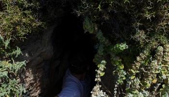 vchod do bájné jeskyně Cave Of Negros poblíž pláže Vatses