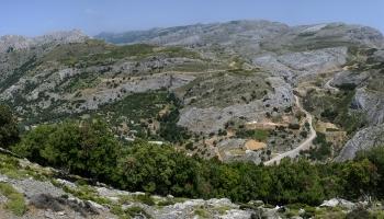 od kaple Christos se vám otevře úžasný výhled na nejvyšší hřeben Atheras