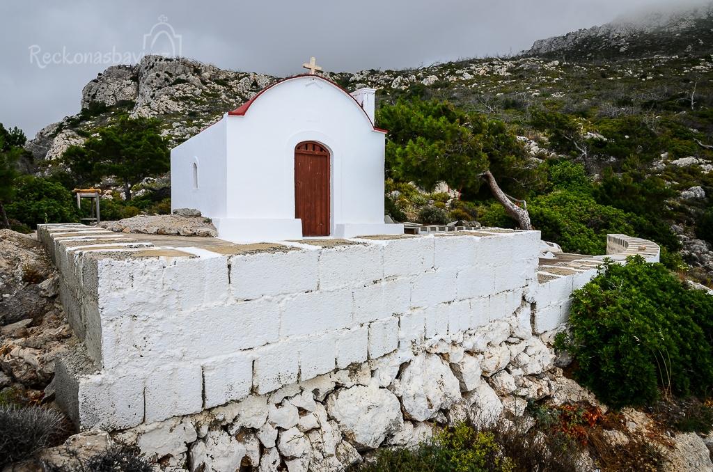 kaple nad parkovištěm v Mesochori