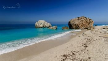 Megali Petra, jedna z mnoha západních pláží