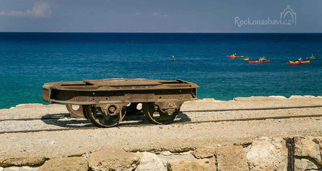 ...východní pláže často navštěvují kajakáři. Důl jsme si parádně užili a před invazí z moře ho opuštíme.