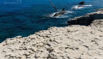pozůstatky vraku Africa, který se v roce 2003 rozpůlil o pobřeží Sarakinika.