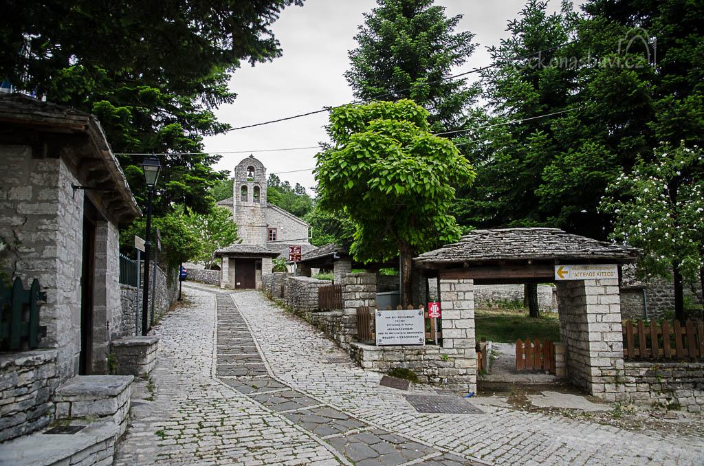 vesnice Monodendri - kostel Aghios Minas ze 17. století