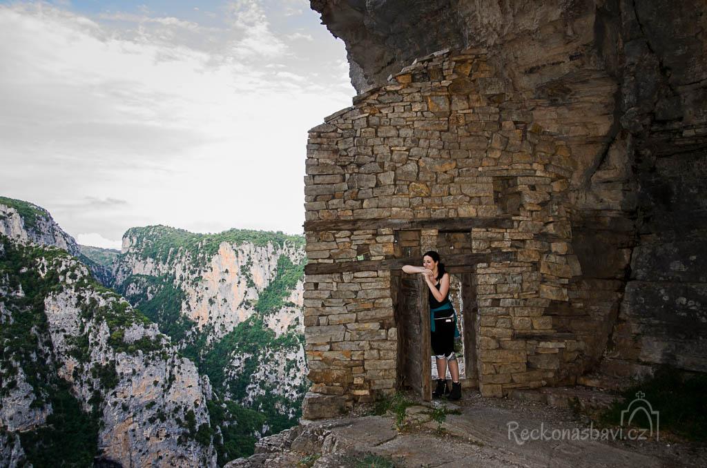 ... a nechápete, kde se tu ta brána vzala ...