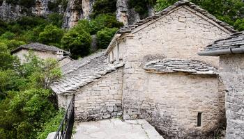 prokličkujem úzkou uličkou až za klášter, kde je opravdu nádherná vyhlídka se železným zábradlím
