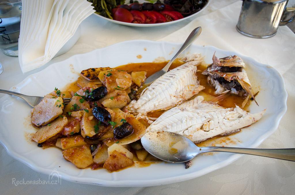 """Taverna Armenaki je vyhlášená čertsvými rybkami. Tahle """"čudla"""" byla famózní!"""