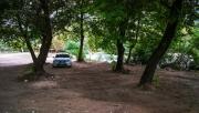 """Večer jsme přijeli na parkoviště, které je na mapách označováno jako """"free kemping"""" a přespali ve stanu pod stromy."""