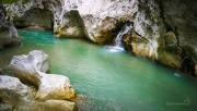 vodu v deltě řeky ochlazují pramínky, které vyvěrají ze skal