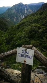 Slavná  stezka Skala Tzavelenas, kterou se z místních kopců z kraje Souli dalo dostat dolů do roviny