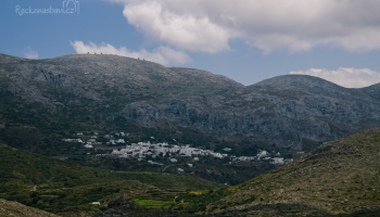 výhled na vesnici Lagada a zbytky mlýnů