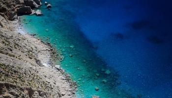 za chvíli to přijde ... nad touto pláží se o 300m výš, zjeví Monastery of Hozoviotissa