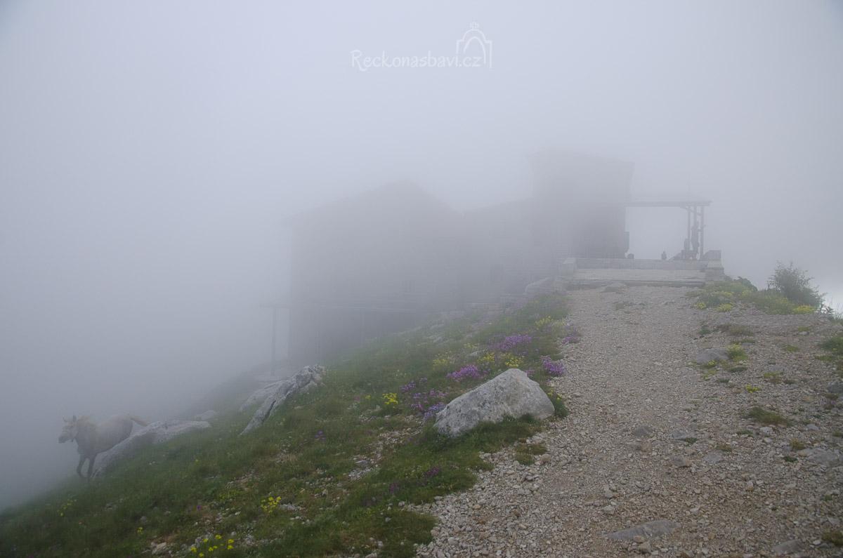 pomalu přichází mlha...