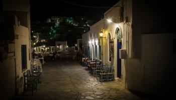 noční záběr u kafenia Tou Mougou
