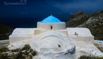 kaple Aghios Ioannis s pozůstatky Kastra na obzoru