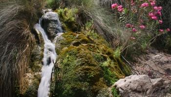 koupání ve vodopádech pod Aghios Ioannis