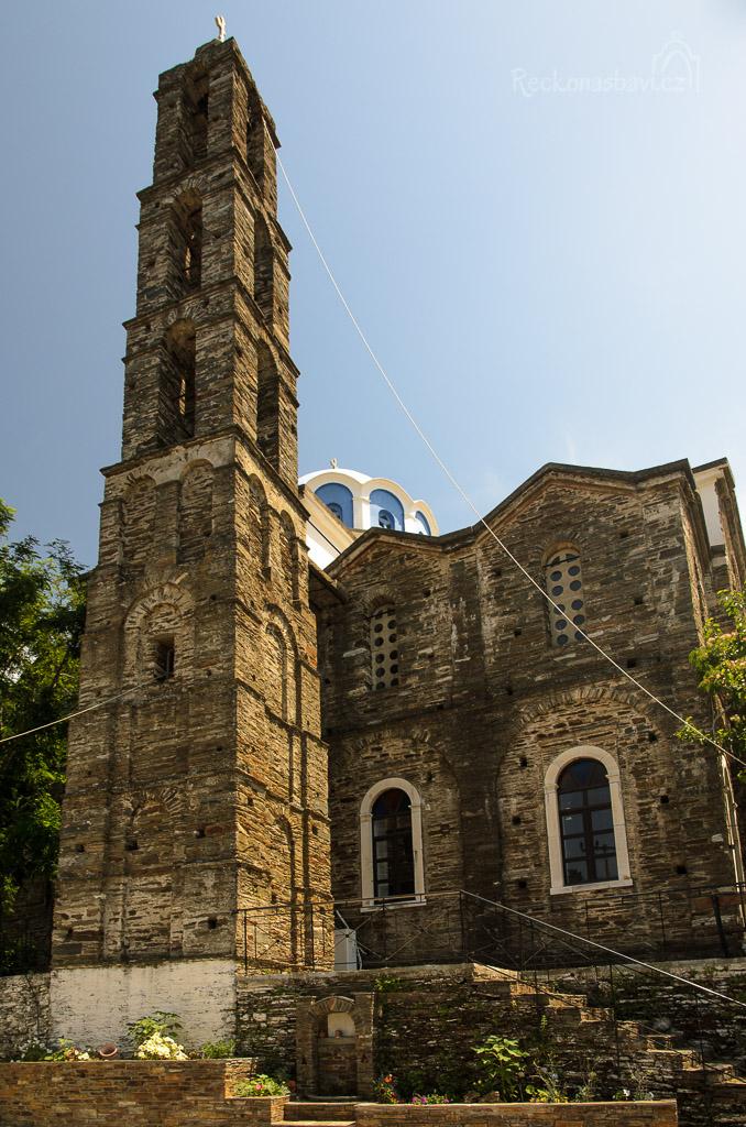 ve vesnici Arenthousa najdete kostel Aghia Marina s impozantní zvonicí