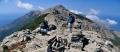 nejexponovanější a obzvláště nebezpečný úsek celé hřebenovky Kako Katavasidi. Na konci úseku vrchol Tsolias. Foto © Guillermo