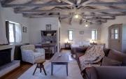 jeden z větších pokojů v ubytování v Avragonio