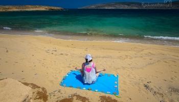 Leháro na písečné pláži Chryssi Akti (Chrysi Ammos), čerpáme síly na výlet k dračí jeskyni...