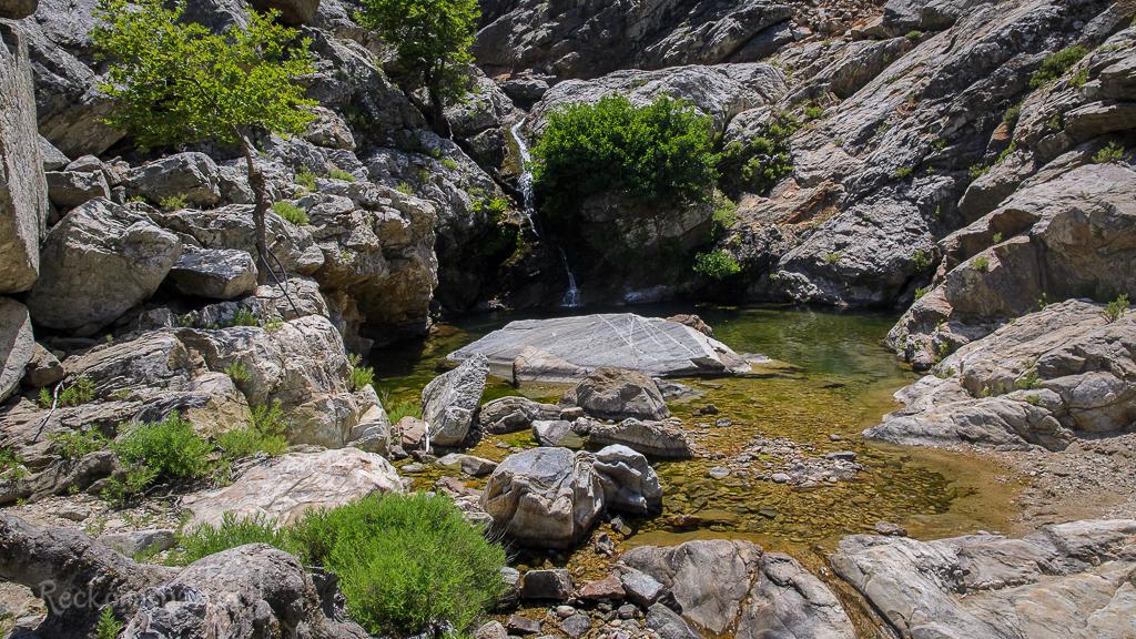hledání cesty kolem jednotlivých bazénků