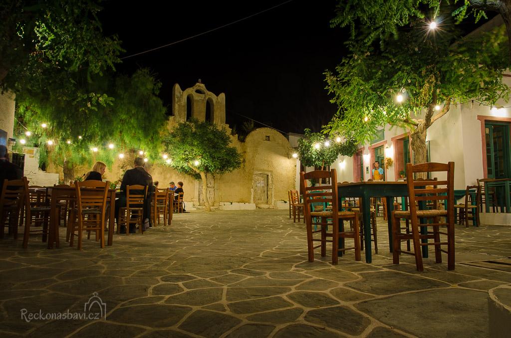 náměstí Piatsa s kostelíkem Theokepasti