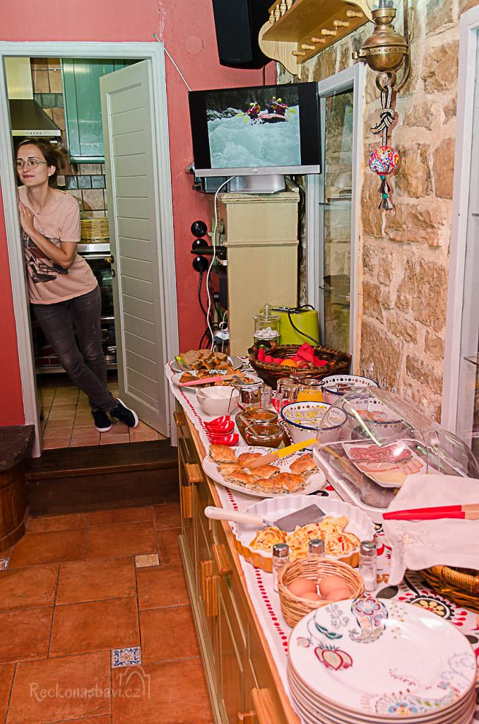 tohle všechno nám Dimitra nachystala na snídani...jen pro nás čtyři... kdo to bude všechno jíst? ...