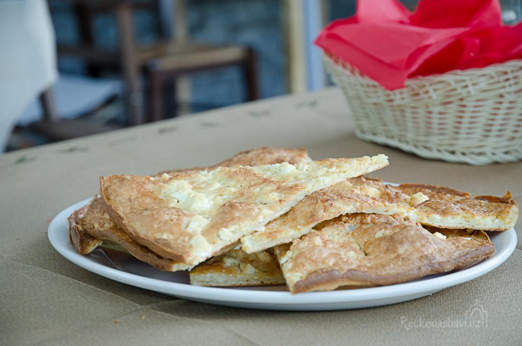 Specialitou celého Záhoří jsou koláče na sto způsobů... Zkoušíme sýrový, ale je na nás až moc suchý...