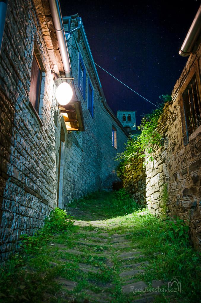 po setmění se vydávám na menší procházku nočními uličkami...