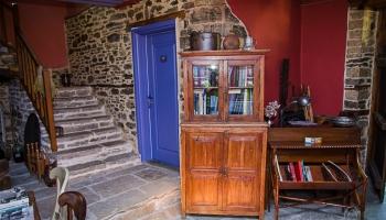 vstupní hala a schodiště do patra k pokojíkům s výhledy