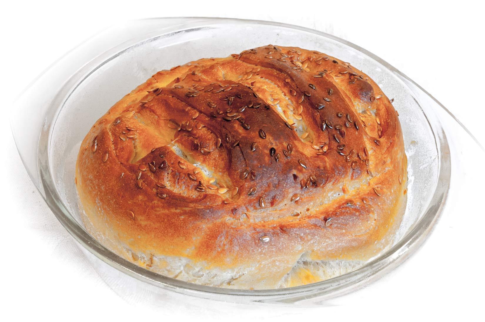 Správně upečený domácí chléb má hnědou křupavou kůrčičku