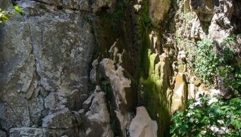 ... vyschlý vodopád za pláží (v létě). Zde končí Fakistra canyoning ....