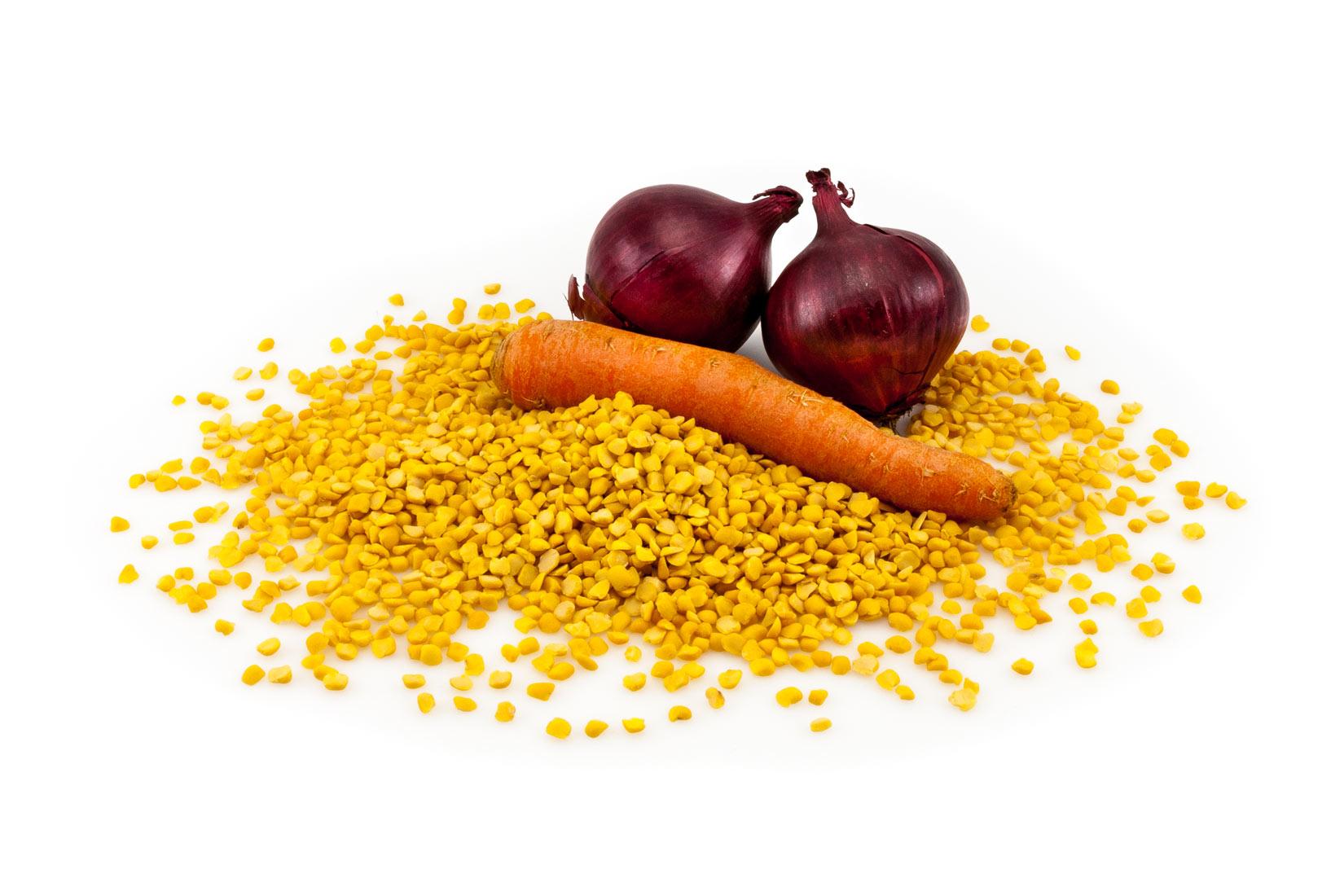Fava boby, cibule , mrkek - základní složky pro pyré Fava