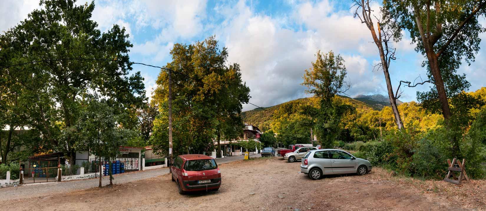Free parkoviště v centru Thermy, hned vedle samoobsluhy