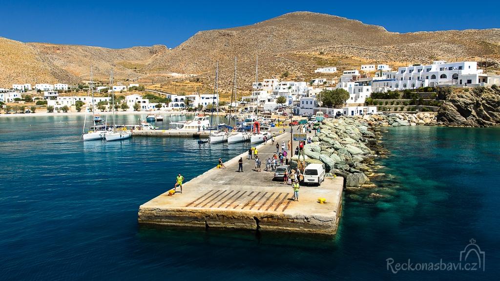 přístav Karavostasis - vstupní brána na Folegandros