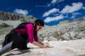 Letos jsem snil o tom, že si v létě v Řecku postavíme sněhuláka :) Peťula se pouští s radostí do práce ..