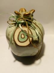 Při koupě bytu je řeckou tradicí darovat novým majitelům keramické granátové jablko jako symbol hojnosti, plodnosti a štěstí.