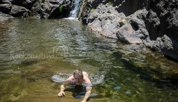 koupání ve vodopádech