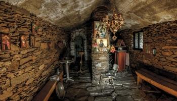 Interiér kapličky Agios Ioulita vás dostane do kolen hned při vstupu