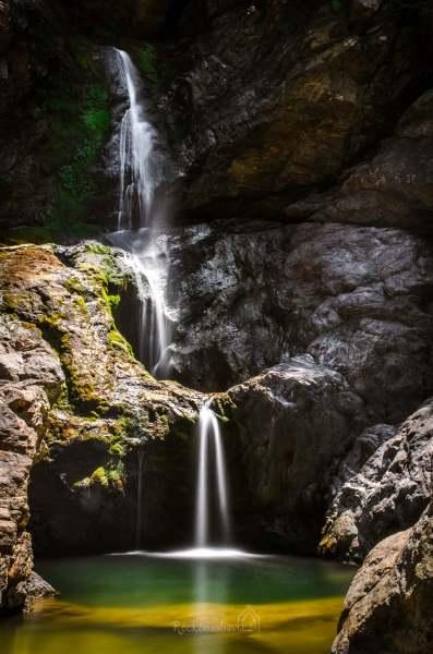 kaňon Chalares s vodopády - horní část Raxounia waterfall