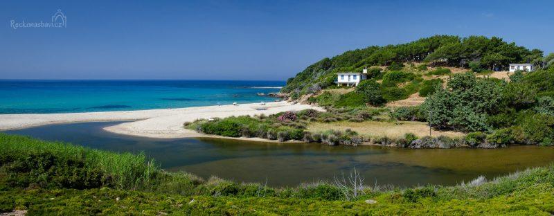písečná pláž Mesakti