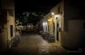 kafenio sousedí s gyrosárnou :) stačí jenom poposednout z těch světle modrých na tmavší...