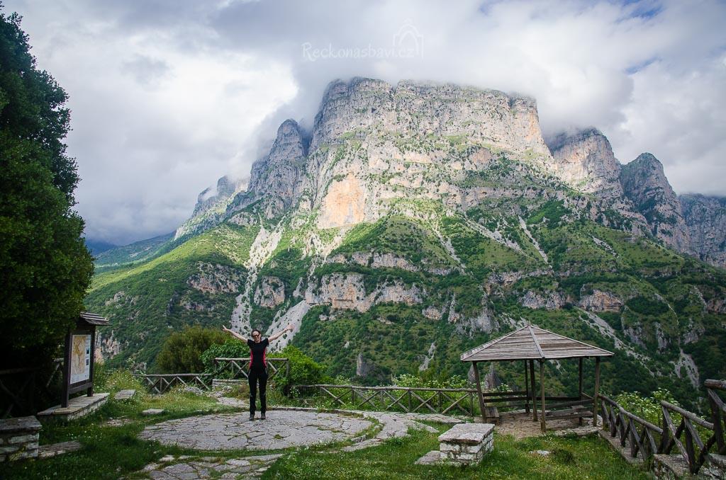 vesnice Vikos (740m n.m.) - vyhlídka na vrchol Biliza 1788m n.m.