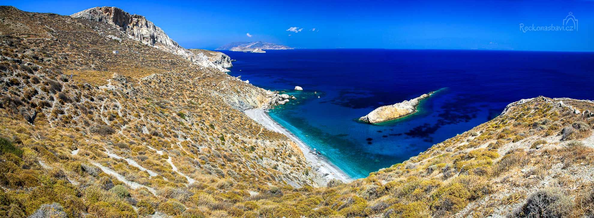 odměnou za pěší tůru vám bude fantastický výhled na pláž Katergo... dolů k vodě vede hned několik cestiček.