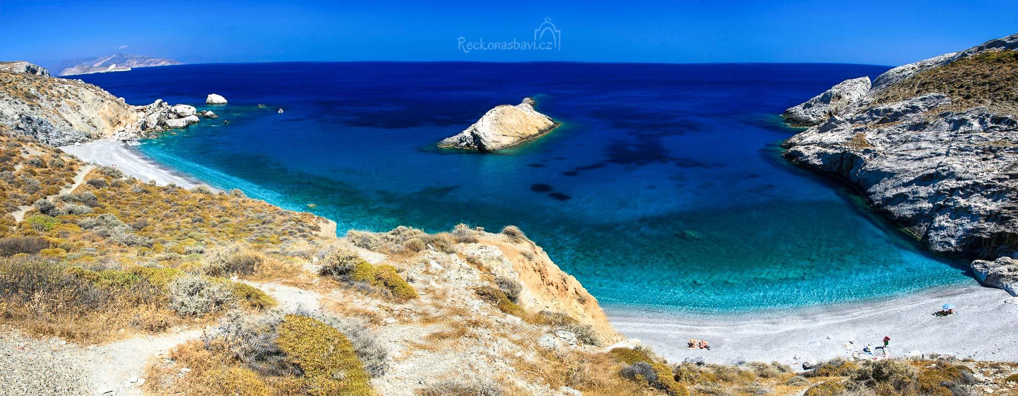 z Katergo beach dohlídnete až na ostrov Sikinos