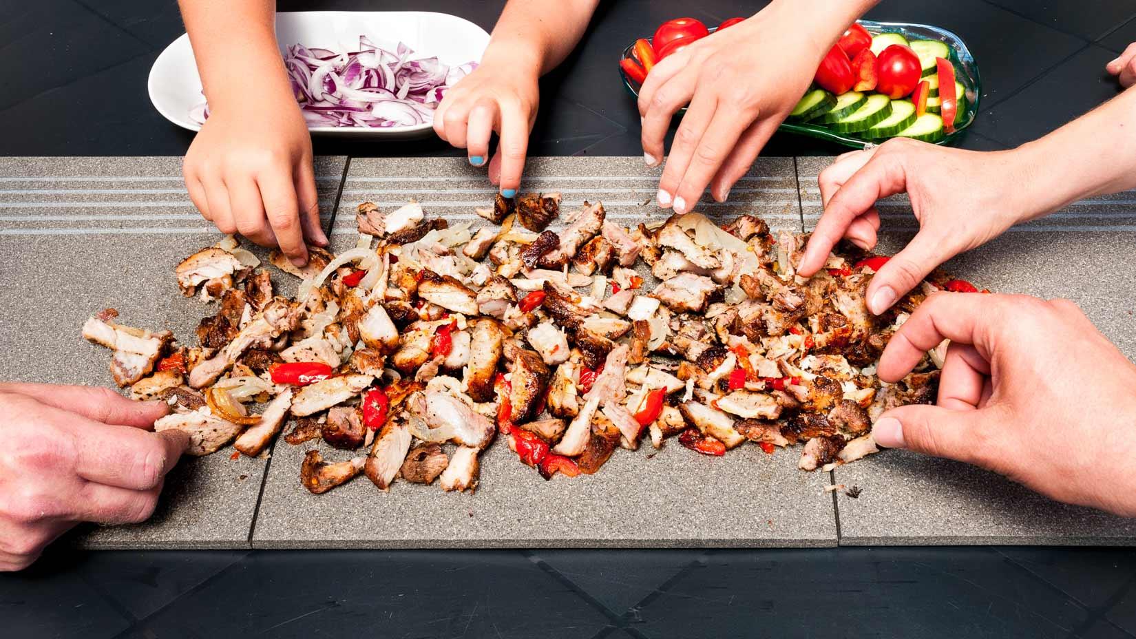 Kontosouvli - to je především příležitost ke společenským setkáním nad báječným řeckým jídlem. Dobrou zábavu!