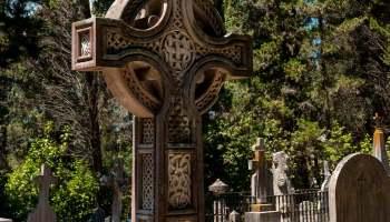 Britský hřbitov je krásně udržovaný kout klidu a piety, obklopen ruchem Kerkyry