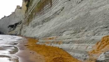 Pláž pod 7th Heaven velmi brzo ráno - nikde ani noha. Slunce sem nakoukne až kolem poledne