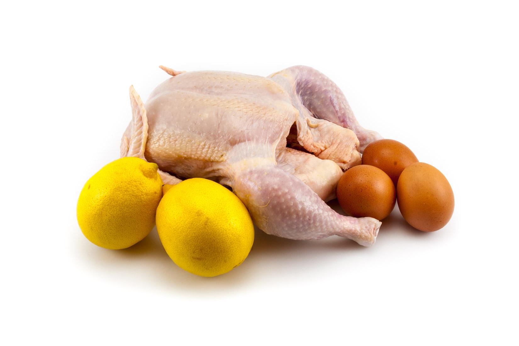Bez kuřátka by nebyla kuřecí polévka to pravé. A citrón a vejce jsou v Avgolémono těmi nejdůležitějšími  přísadami