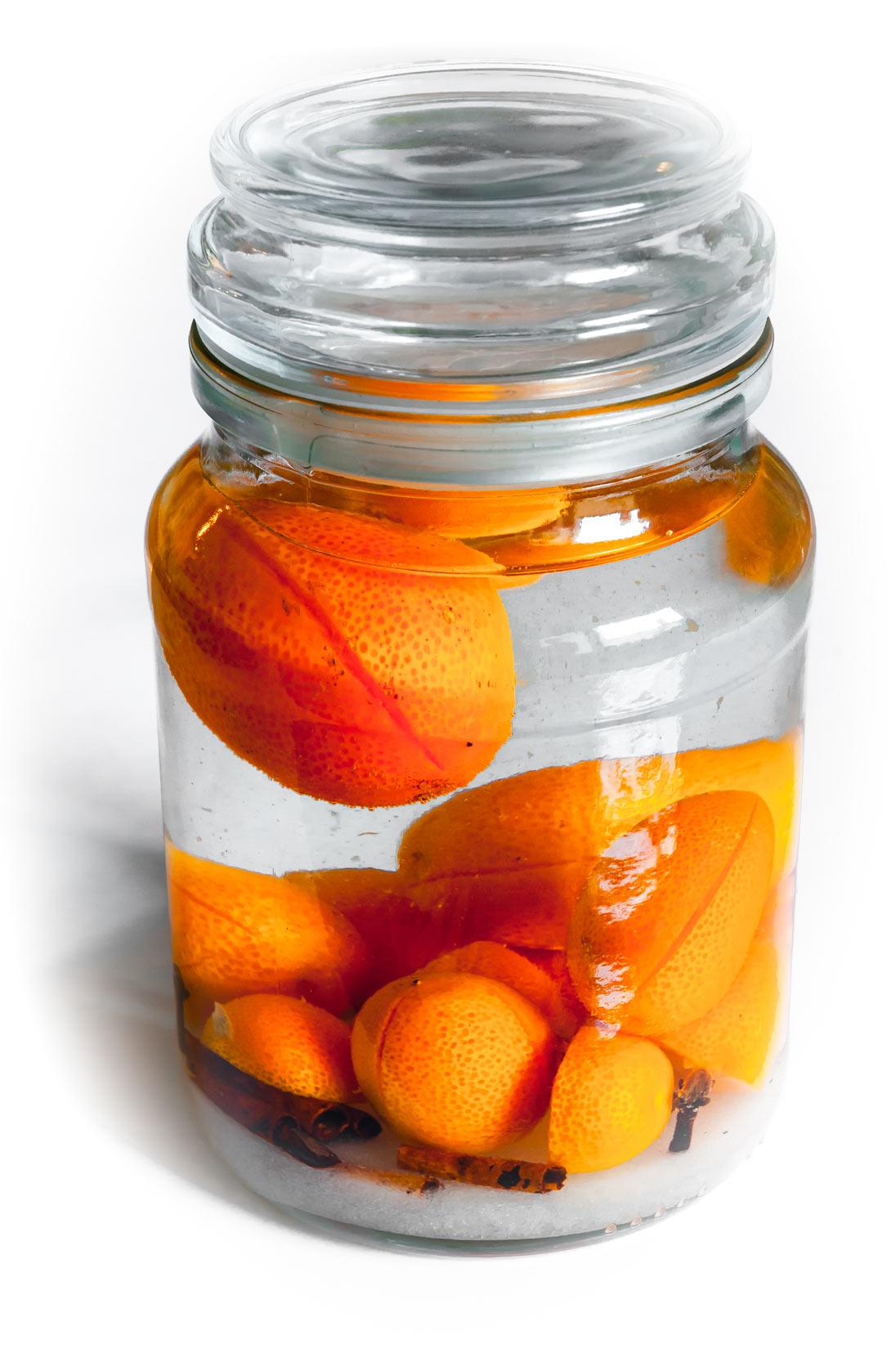 Kumquatové plody zalijte kvalitním alkoholem