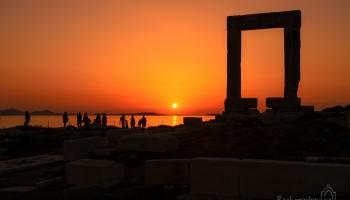 Naxos - západ slunce u Portary nesmí chybět v žádném itineráři!